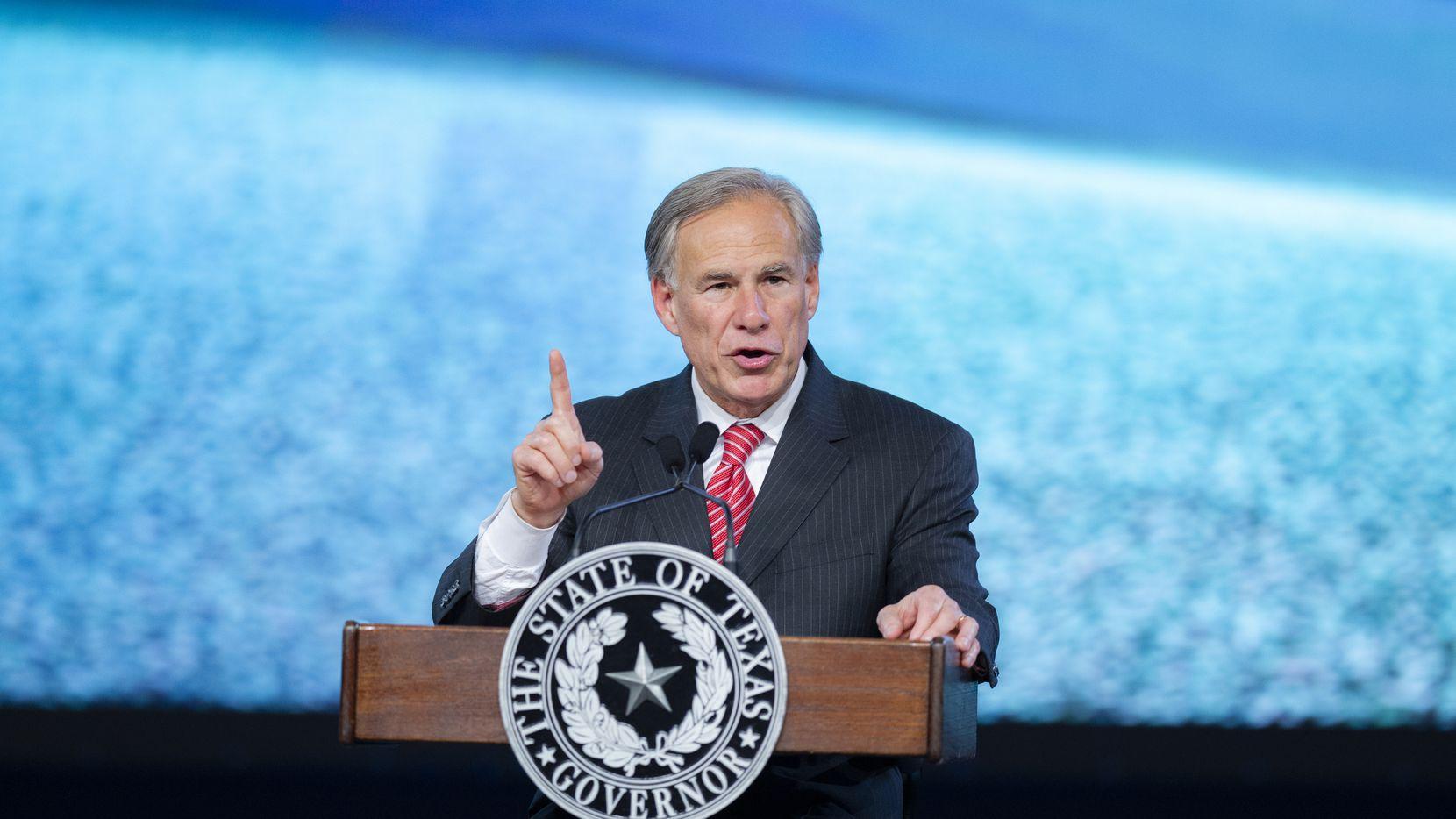 El gobernador de Texas Greg Abbott visitó Dallas el 4 de agosto de 2021.