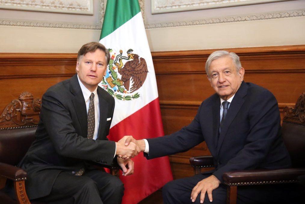 El embajador de Estados Unidos en México Christopher Landau y el presidente Andrés Manuel López Obrador.