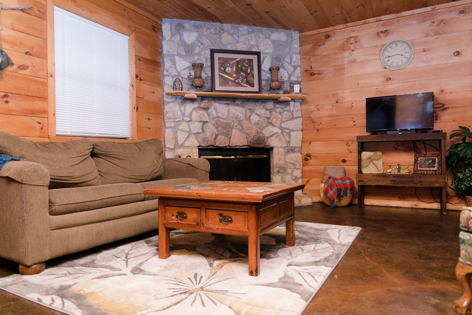 Rocky Point Cabins visitors are nestled near the Chickasaw National Recreation Area and Lake of the Arbuckles, with Turner Falls State Park less than 30 minutes away.
