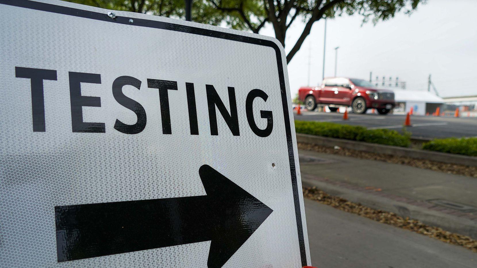 Irving cuenta con dos sitios de pruebas para covid-19 en farmacias CVS, pero hasta el martes estará una unidad móvil del Texas Military Departmen.