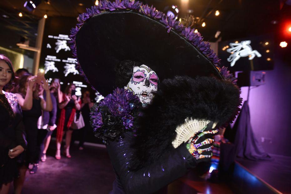 Camila Cavalli, disfrazada de la calavera Catrina, formó parte de la presentación oficial del Dallas Día de los Muertos parade, el 30 de mayo en Entercom Radio Tower Live Events Center en Dallas. (Foto de Ben Torres/Especial para Al Día)