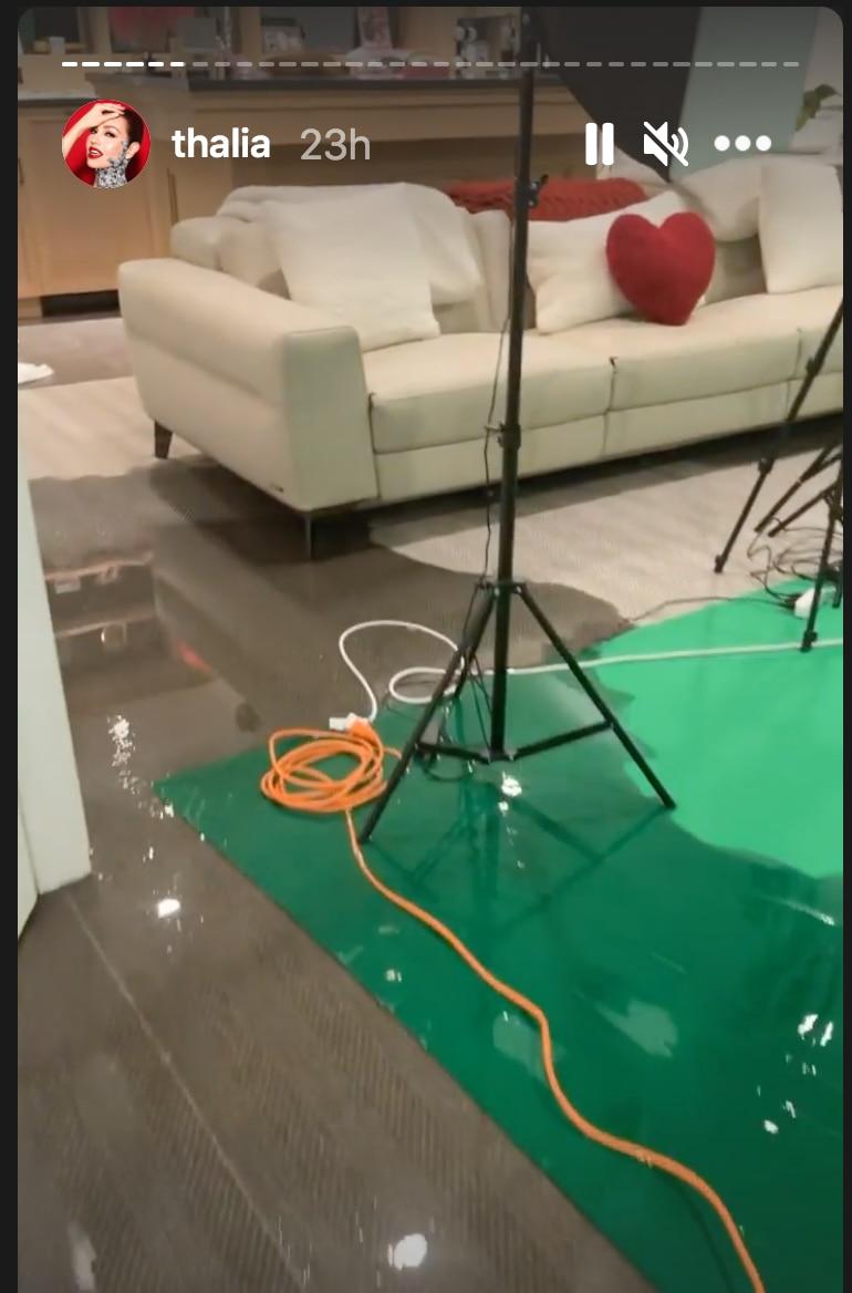 Thalía compartió a través de Instagram fotos y videos de cómo quedó su casa al darse cuenta que el agua se le filtró por los remanentes del huracán Ida en Nueva York.