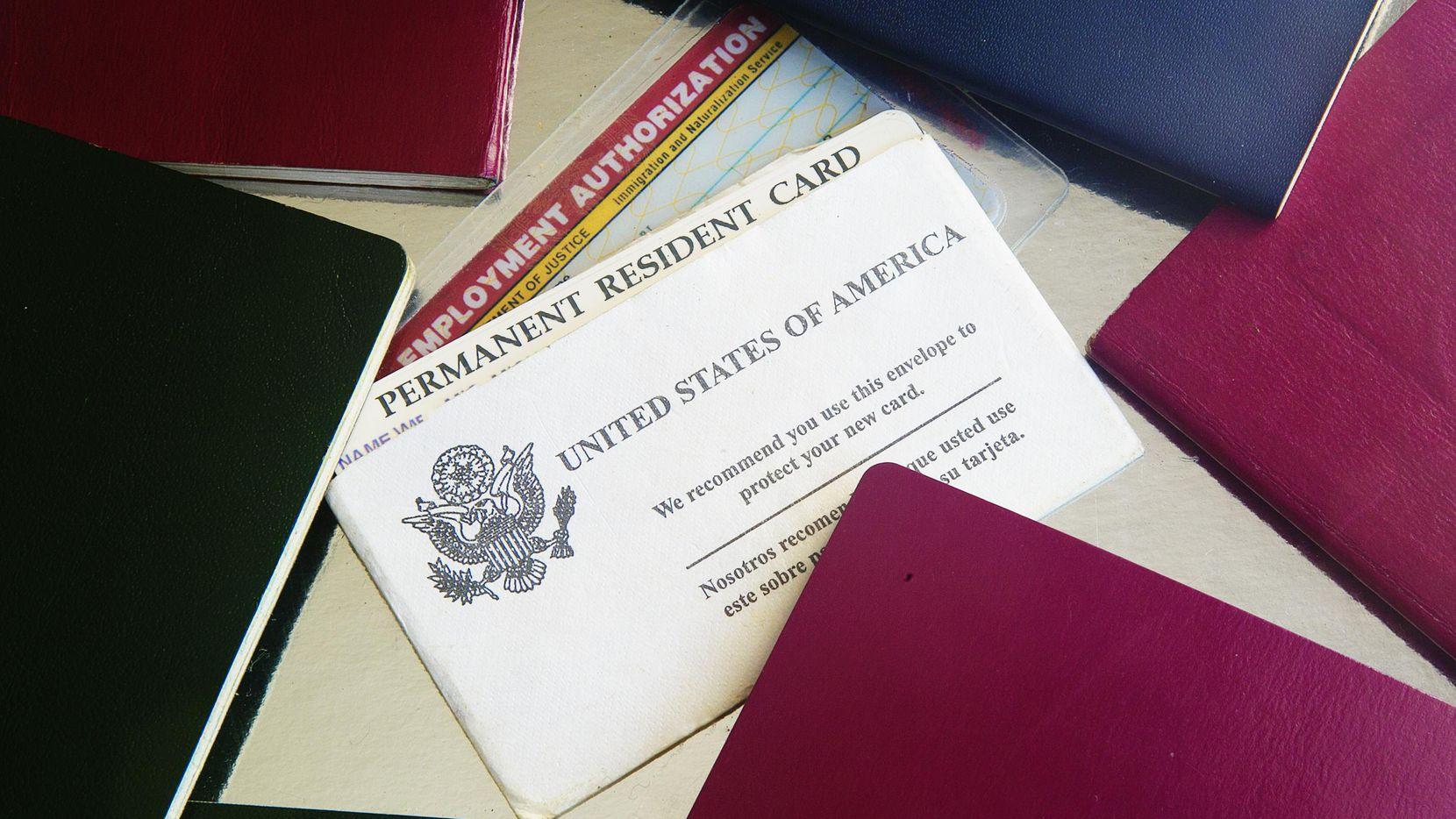 Una tarjeta de residencia permanente.(GETTY IMAGES)