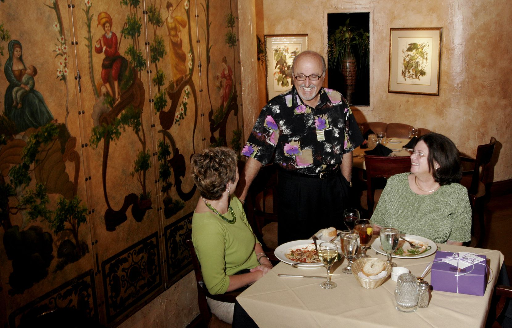 Diners visited with restaurateur Tom Ruggeri at Ruggeri's on Royal Lane in 2006.