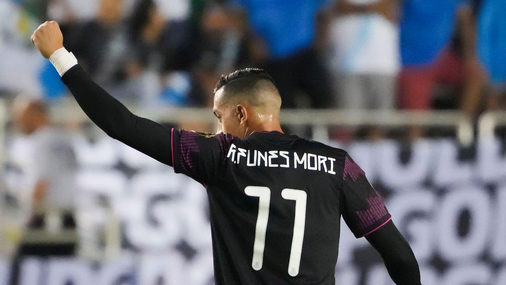 El delantero  de la selección mexicana, Rogelio Funes Mori, celebra tras anotar un gol ante Guatemala en la Copa Oro, el 14 de julio d 2021 en el Cotton Bowl de Dallas.
