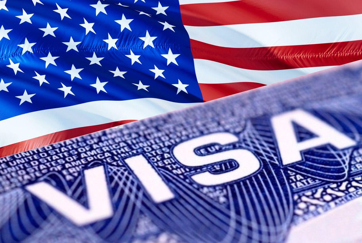 Un documento de visa para inmigrante en Estados Unidos.