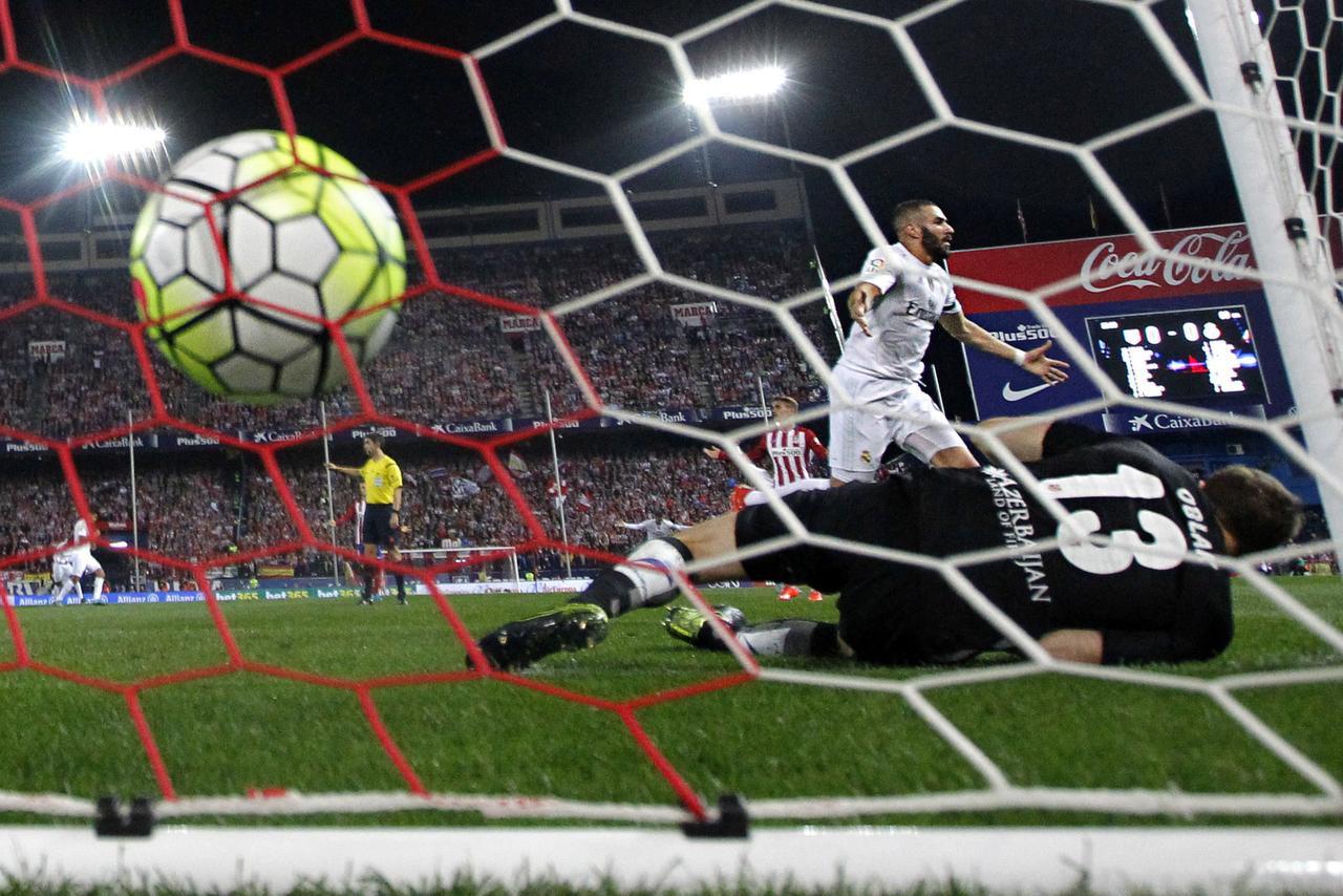 Karim Benzema y el Real Madrid se medirán al PSG en la tercera fecha de la Champions League. (AP/DANIEL OCHOA DE OLZA)