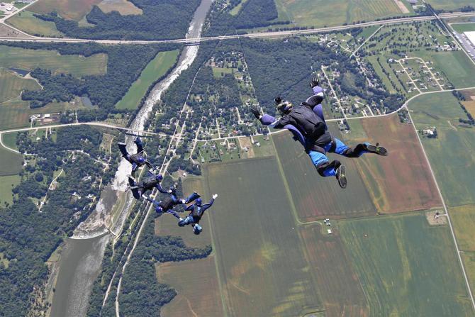 ¿Alguien de la familia que anime a papá a tirarse en paracaídas?