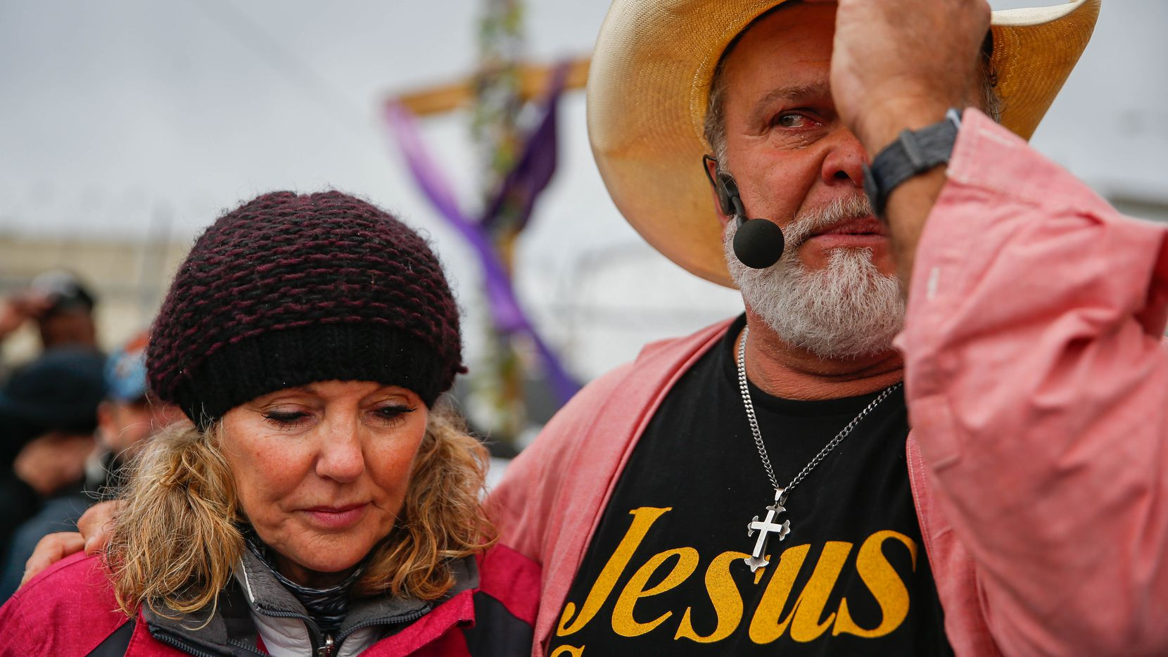 Jennifer and Leon Birdd prepared to pray with their congregation during the final service that S.O.U.L. Church held in a downtown Dallas lot on Dec. 29, 2019.