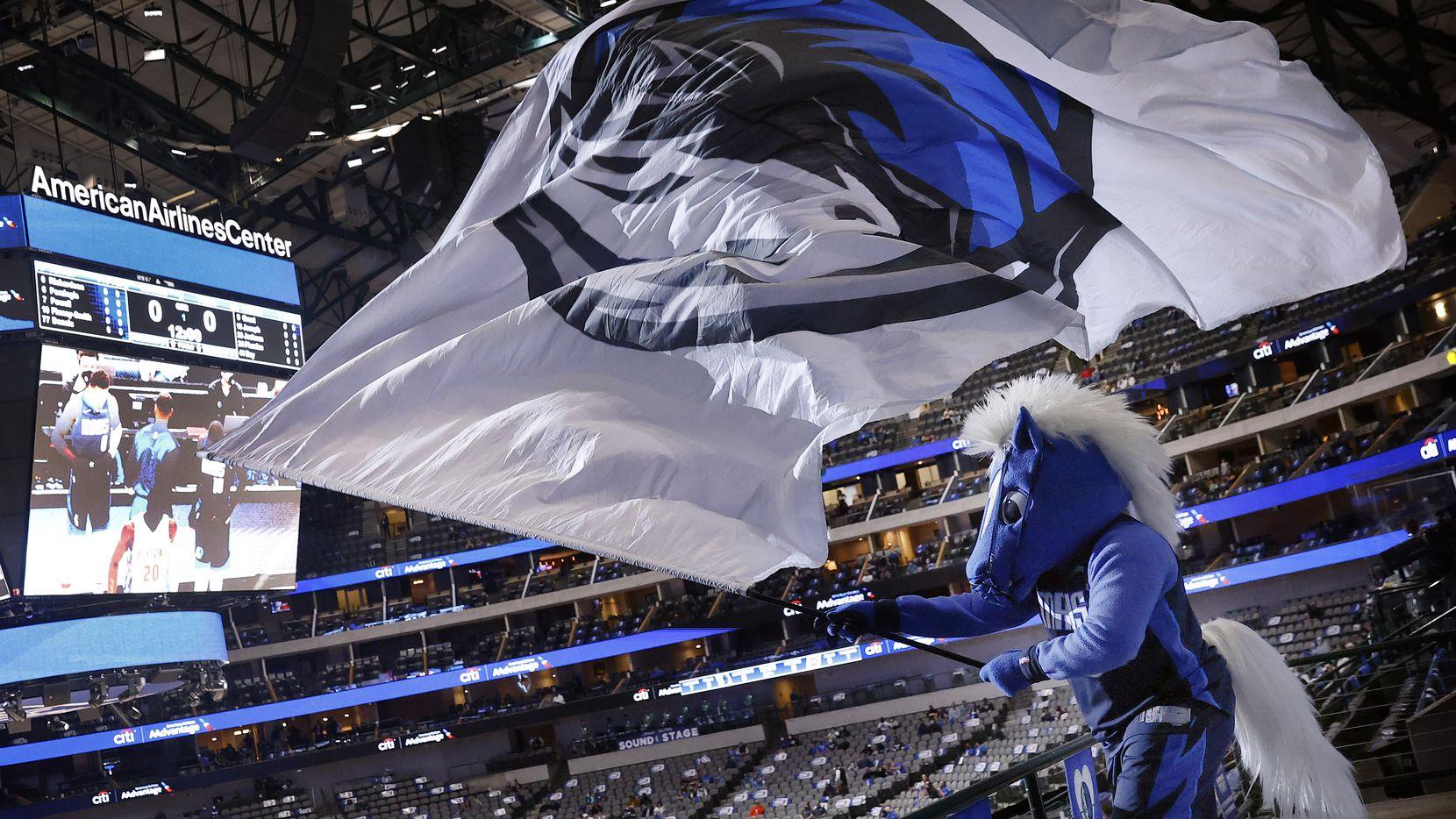 Los Mavericks de Dallas recibirán a por lo menos 9,000 aficionados en el American Airlines Center para su partidos de playoffs.
