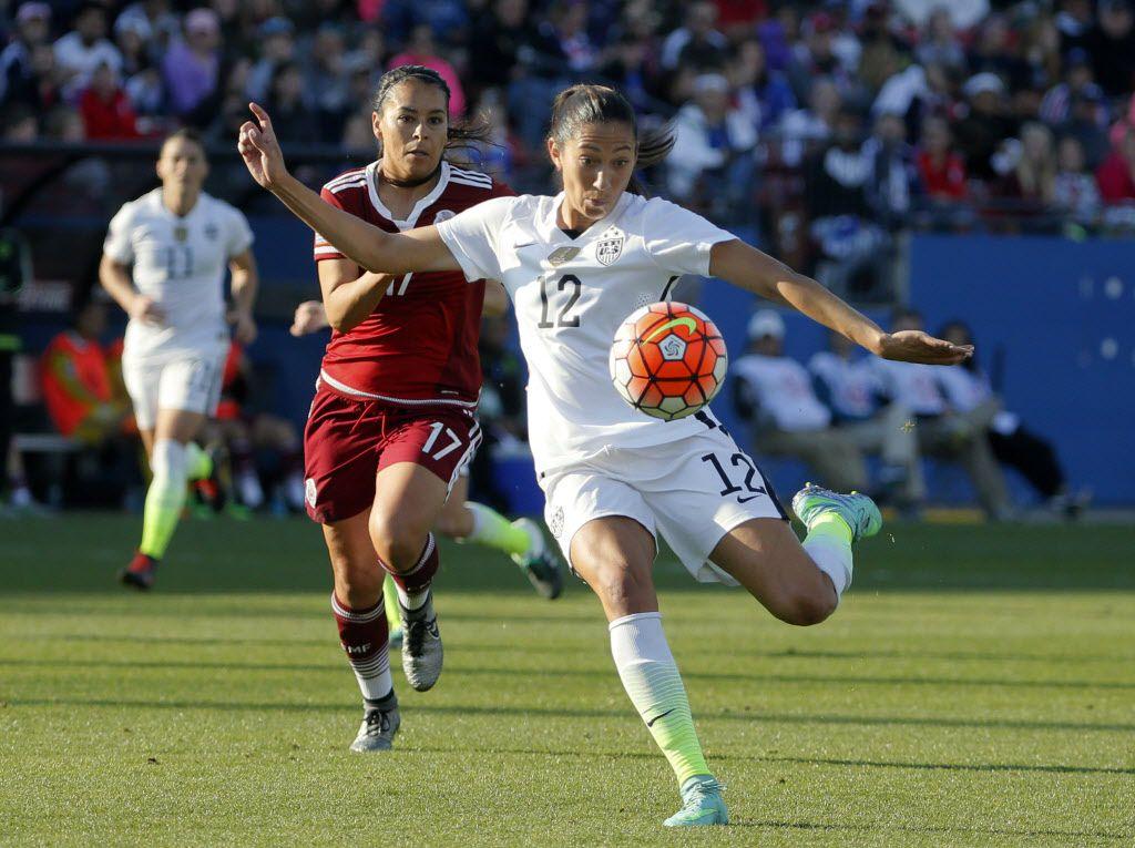 Christen Press y la selección estadounidense vencieron 1-0 de penal a México el sábado en Frisco. Foto AP
