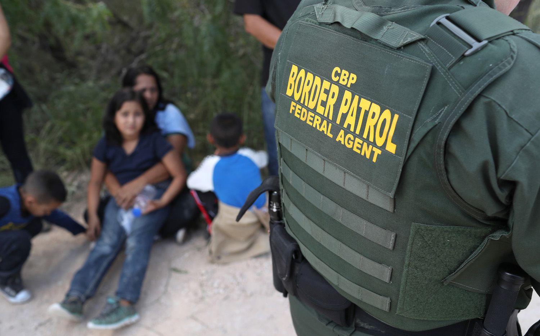 El Departamento de Seguridad Nacional estaría contemplando una orden ejecutiva para dar fin a la separación de familias en la frontera. Getty Images