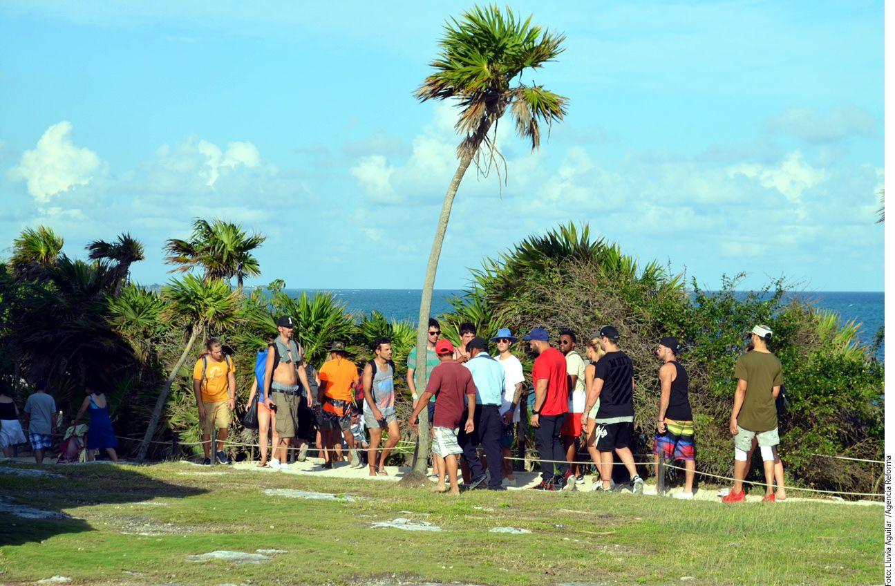 Justin Bieber hizo de las suyas ahora en la Riviera Maya. El cantante y seis personas que lo acompañaban fueron echados por personal de seguridad de la zona arqueológica de Tulum por entrar a zonas restringidas para tomarse fotografías./AGENCIA REFORMA