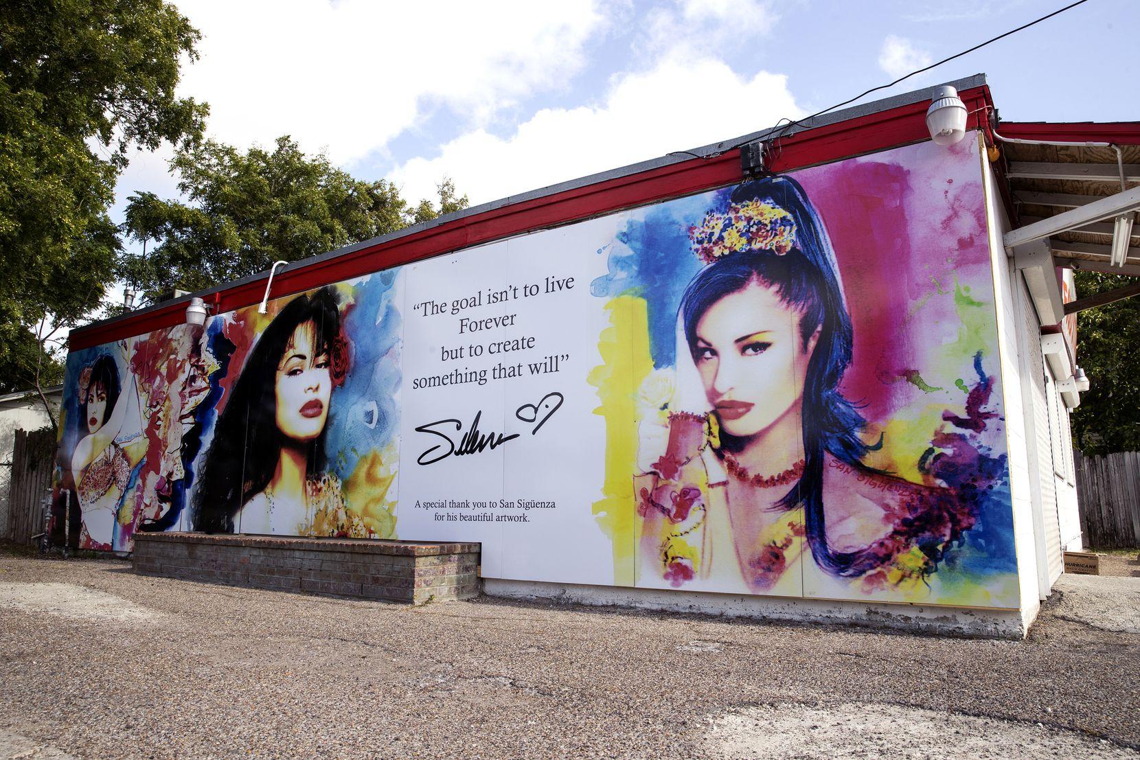 Un nuevo mural de Selena, creado por el artista San Sigüenza fue instalado en Molina, Corpus Christi.