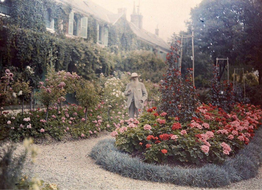 Claude Monet in front of his house in Giverny 1921 Autochrome