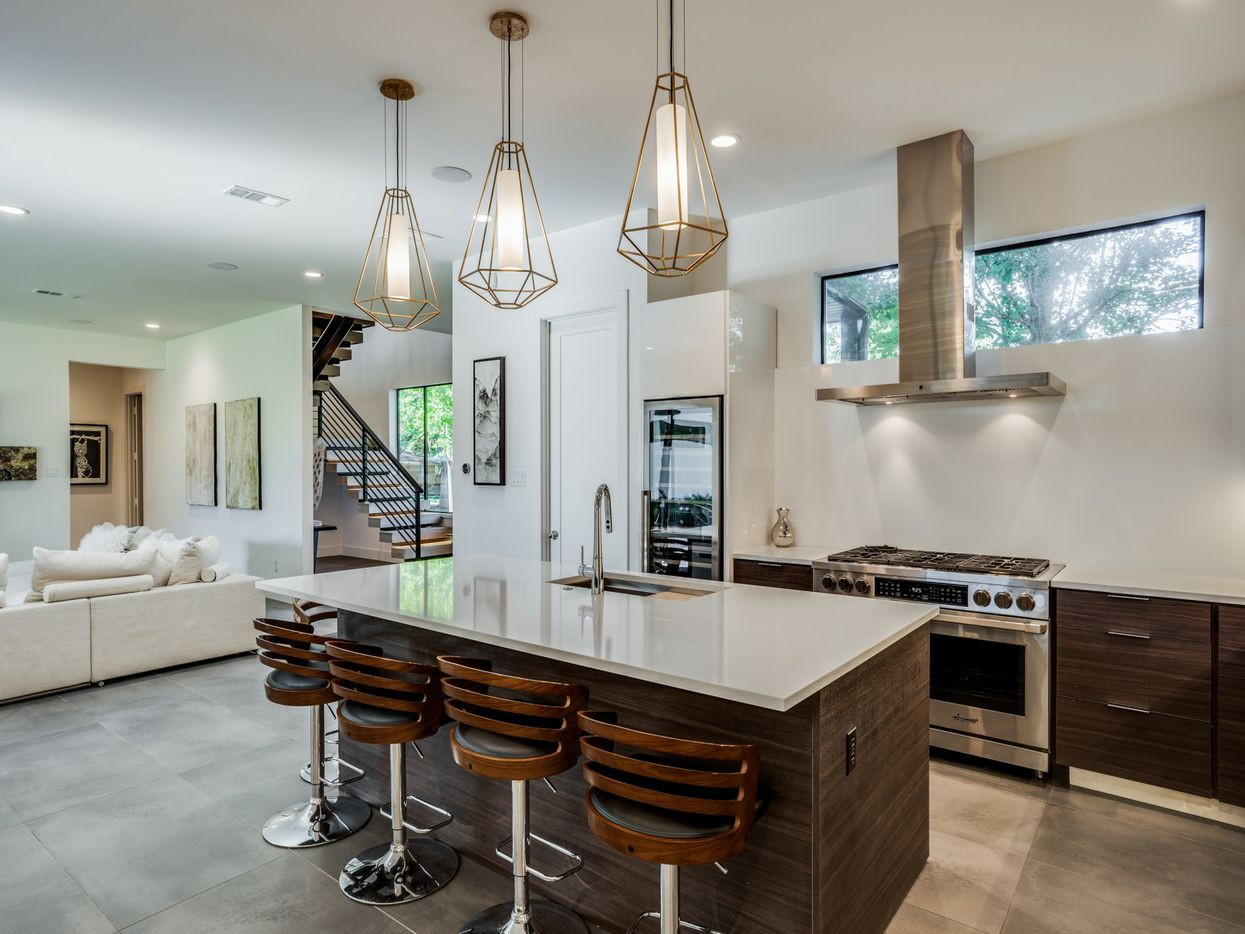 Take a look at the interior of 10910 Candlelight Lane in Dallas, TX.