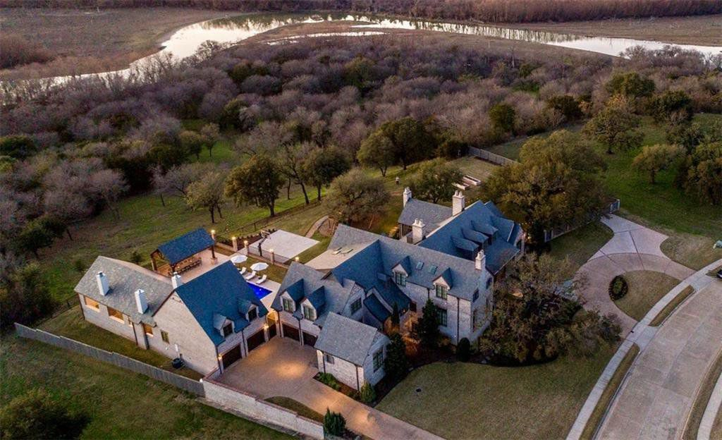 Matt Rhule's former home outside of Waco sits on more than 5 acres.