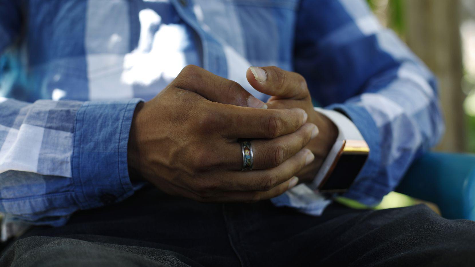 En esta foto de agosto 23 de 2019, un padre hondureño habla sobre la separación de su hija durante una entrevista en Comayagua, Honduras.