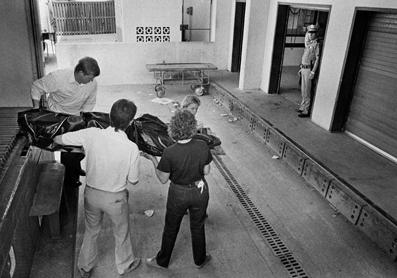 August 3, 1985--Officials transport a victim from the crash of Delta Flight 191 at DFW Airport to a temporary morgue as work continues at the scene of the first jet crash in DFW airport history. (Louis DeLuca/Dallas Times Herald)