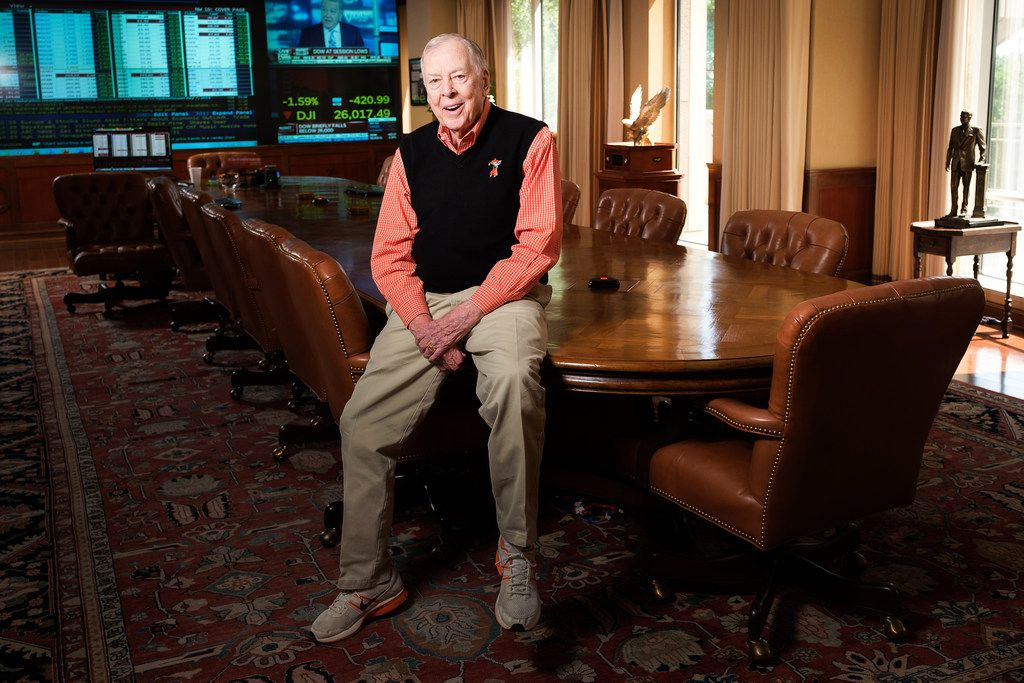 For the last 14 years of his life, T. Boone Pickens made and lost billions while seated at his conference room table, a four-pedestal behemoth with inlaid golden cherry and walnut wood.