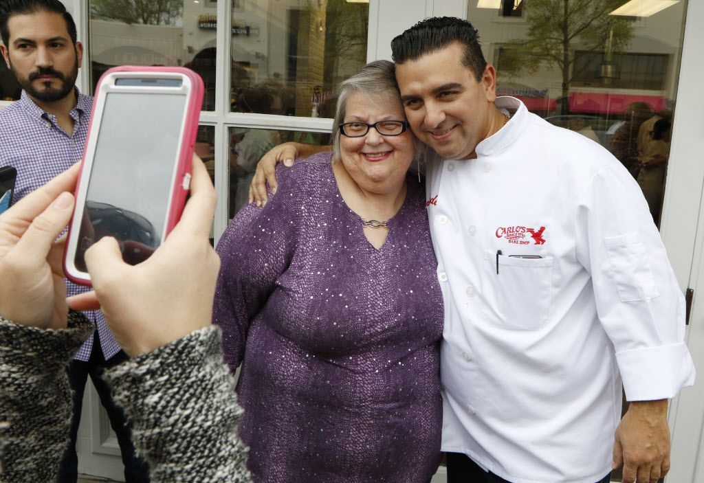 Elizabeth Bradshaw, left, has her photo taken with Buddy Valastro before the grand opening on Saturday.