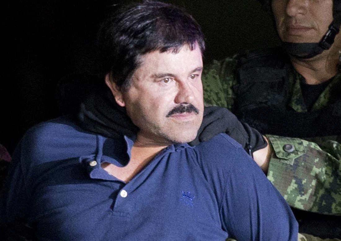 """Joaquín """"El Chapo"""" Guzmán, escoltado por soldados en México, el 8 de enero del 2016. (AP/EDUARDO VERDUGO)"""