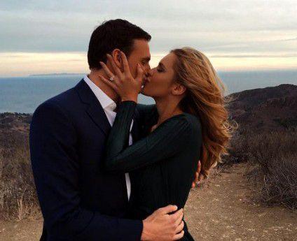 Ryan Lochte se comprometió en matrimonio con la playmate Kayla Rae Reid (foto).