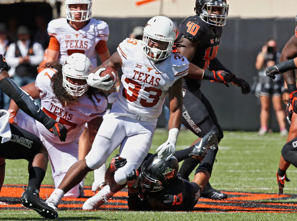 Texas running back D'Onta Foreman (33) carries against Oklahoma State in the first half of an NCAA college football game in Stillwater, Okla., Saturday, Oct. 1, 2016. Oklahoma State won 49-31. (AP Photo/Sue Ogrocki)