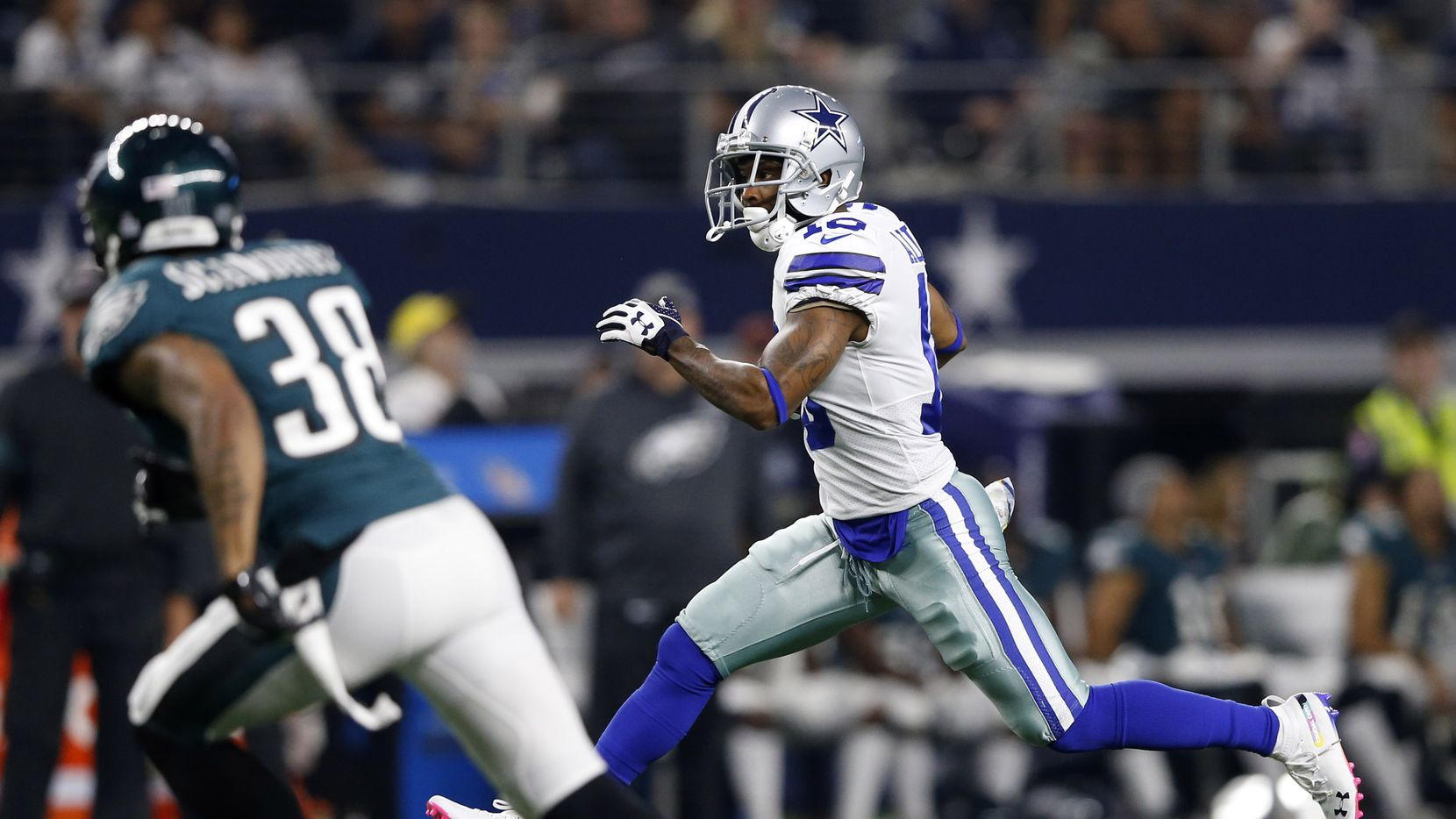 Dallas Cowboys wide receiver Tavon Austin (10) runs up the field after the catch as Philadelphia Eagles cornerback Orlando Scandrick (38) watches during the first half of play at AT&T Stadium in Arlington, Texas on Sunday, October 20, 2019. (Vernon Bryant/The Dallas Morning News)