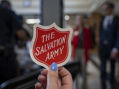 El Salvation Army también tiene una línea telefónica para ayudar a personas afectadas por la crisis del covid-19 con apoyo emocional