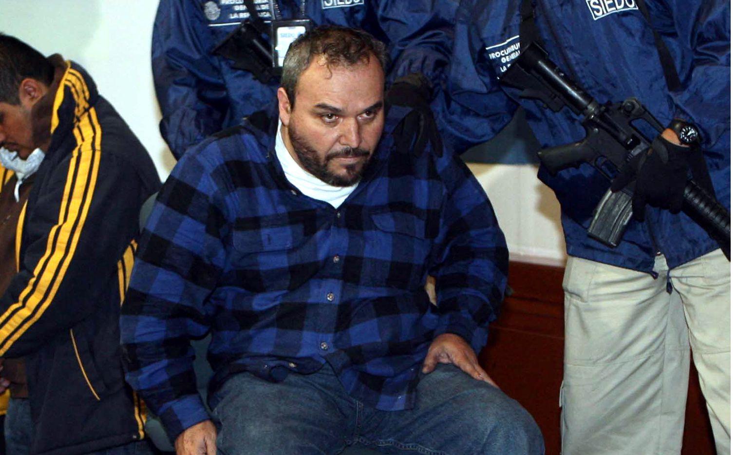 """Jesús """"El Rey"""" Zambada (centro) detalló cómo el acusado de narcotráfico ordenó varios asesinatos de sus rivales, así como sobornos a policías para poder actuar con impunidad./ AGENCIA REFORMA"""