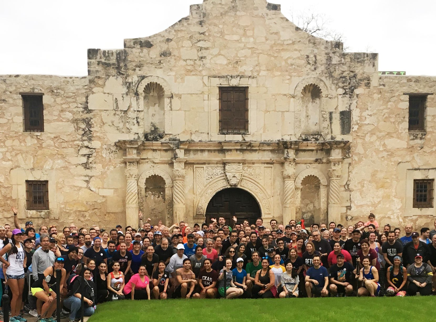 Beto O'Rourke, in the center, second row, with a group of runners at the Alamo in San Antonio.
