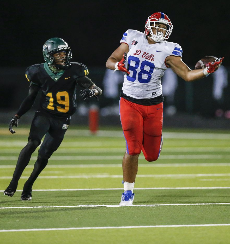 Duncanville senior tight end Marcus Vinson (88) is unable to catch a pass as DeSoto junior linebacker Greg Edwards (19) defends during the first half of a high school football game at DeSoto High School, Friday, September 17, 2021. (Brandon Wade/Special Contributor)