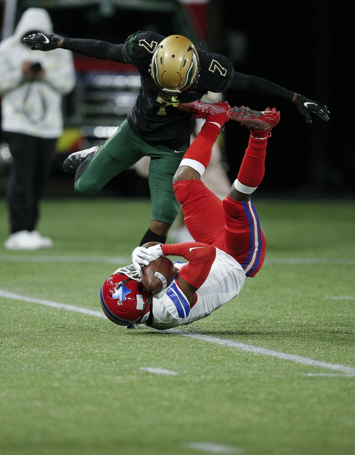 Duncanville junior running back Chris Hicks (1) catches a pass as DeSoto senior cornerback Lathan Adams (7) defends during the first half of a Class 6A Division I Region II final high school football game, Saturday, January 2, 2021. (Brandon Wade/Special Contributor)