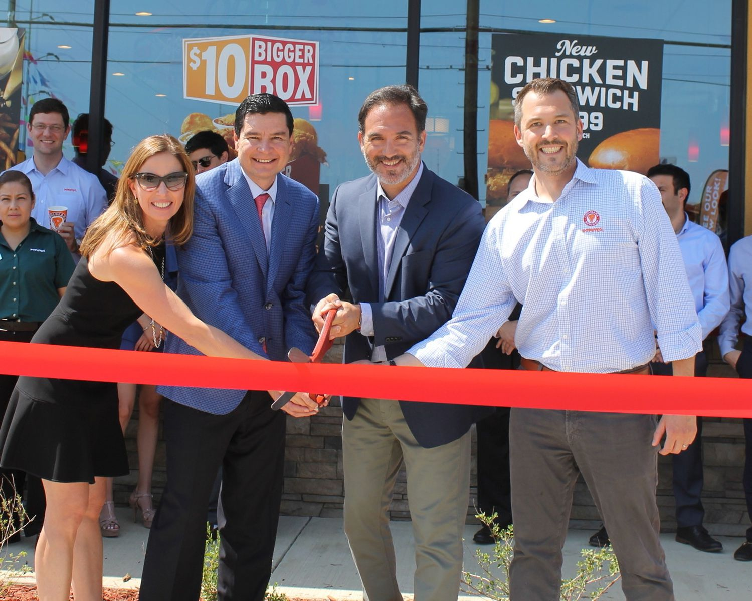 From left: Adriana Perales, Sun Holdings CEO Guillermo Perales, CEO of Restaurant Brands International Jose Cil, and President of Popeyes Felipe Athayde cut the celebratory ribbon at the opening of Sun Holdings' 1,000th store, a brand-new Popeyes.