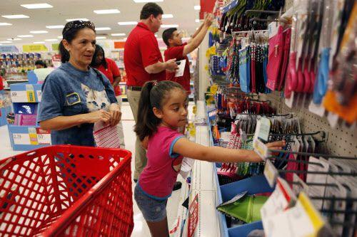 Este fin de semana no se cobrará impuestos a la venta, lo que dará un alivio al bolsillo de los residentes del área de Dallas antes del inicio de clases. AL DÍA