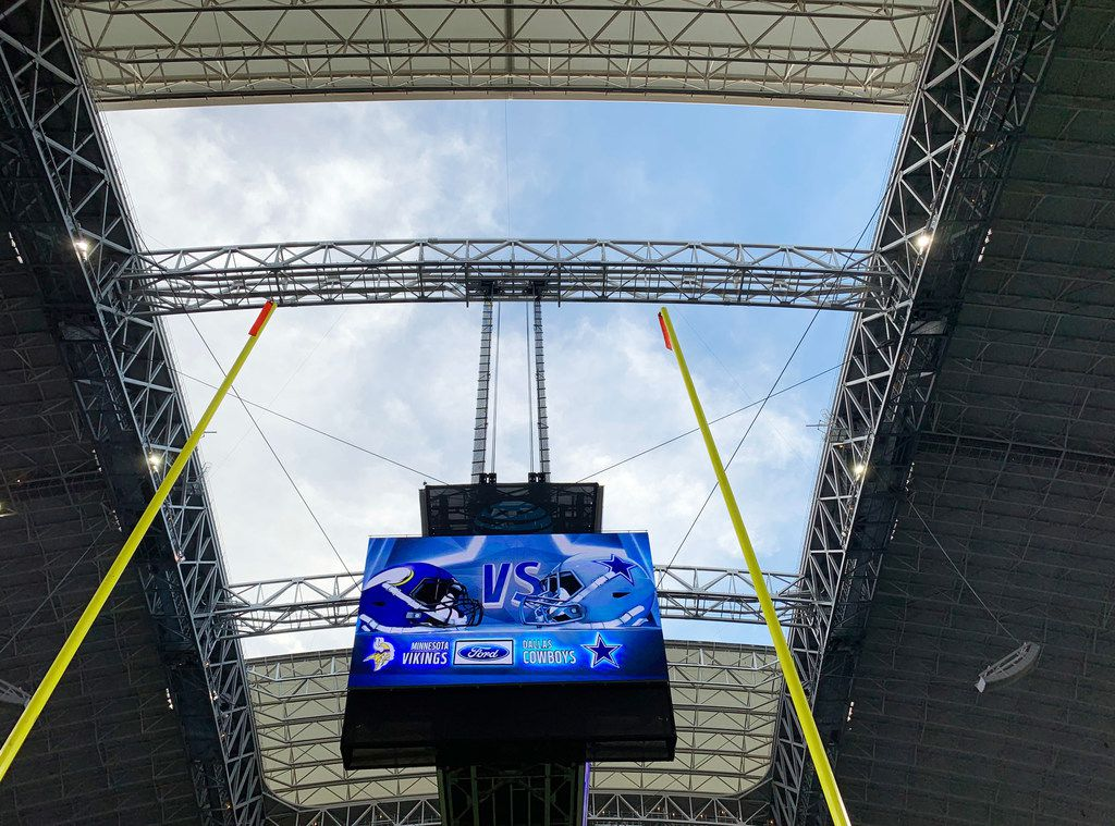 Roof begins to open before a game between the Dallas Cowboys and the Minnesota Vikings in Arlington, Texas on Sunday, November 10, 2019. (Vernon Bryant/The Dallas Morning News)