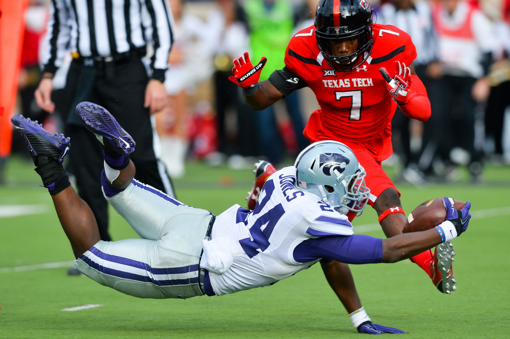 LUBBOCK, TX - NOVEMBER 14: Charles Jones #24 of the Kansas State Wildcats reaches for the end zone against the defense of Jah'Shawn Johnson #7 of the Texas Tech Red Raiders during the game on November 14, 2015 at Jones AT&T Stadium in Lubbock, Texas. Texas Tech won the game 59-44. (Photo by John Weast/Getty Images)