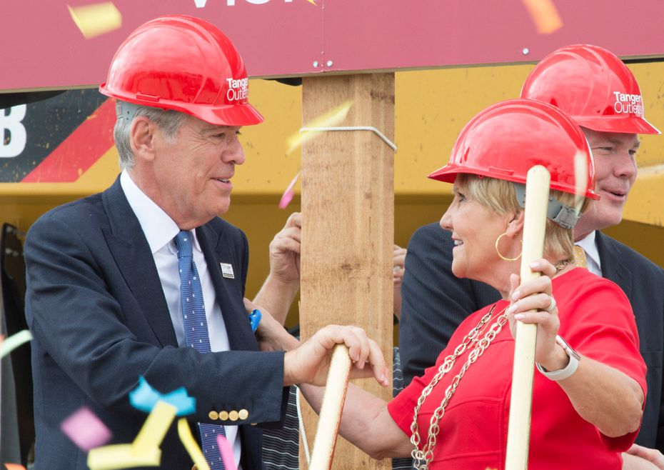 Steven Tanger, CEO and president of Tanger Outlets and  Fort Worth mayor Betsy Price, shake hands on October 6, 2016 after the groundbreaking and kick-off for construction at the Tanger Outlet Mall, in Fort Worth.  Tomas Gonzalez/