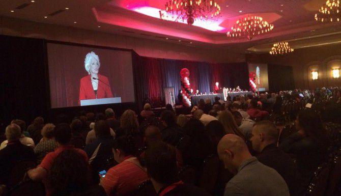 Jan Langbein, presidenta de Genesis, un albergue para mujeres maltratadas, habla durante una conferencia contra la delincuencia que se lleva a cabo esta semana en Dallas. (DMN/NAOMI MARTIN)