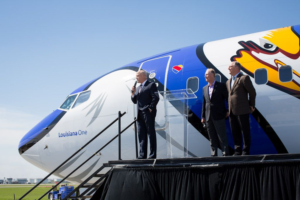 Louisiana Gov. John Bel Edwards (left), Southwest CEO Gary Kelly, and New Orleans Mayor Mitch Landrieu attended the unveiling ceremony.