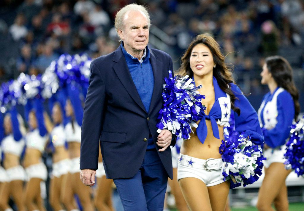 Former Dallas Cowboys quarterback Roger Staubach is escorted to Gil Brandt's Ring of Honor induction ceremony during halftime at AT&T Stadium in Arlington, Texas, Thursday, November 29, 2018. Staubach was inducted into the Ring of Honor in 1983. (Tom Fox/The Dallas Morning News)