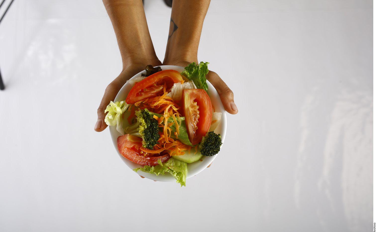 La comida que ingresa al organismo es tan importante como la gasolina para un automóvil, ejemplifica la nutrióloga Andrea Fraga.