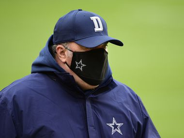 El entrenador en jefe de los Dallas Cowboys, Mike McCarthy, está molesto con sus jugadores por no defender a su mariscal Andy Dalton tras el golpe que le provocó una conmoción cerebral.