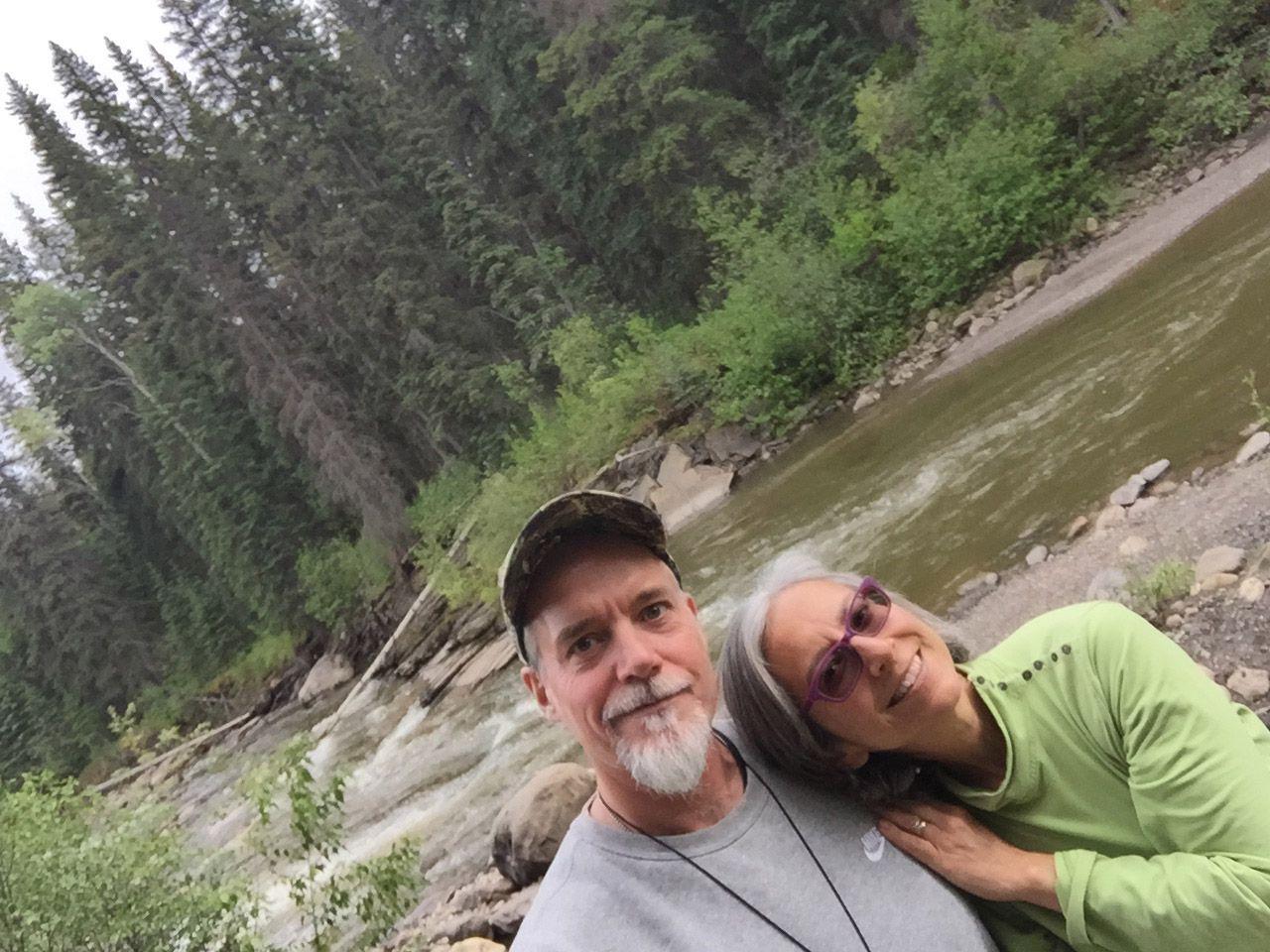 Jim Nelson y Renee Agridano narran sus aventuras en LiveWorkDream.com.  Son un nómada experimentado, yendo por la carretera en 2007.