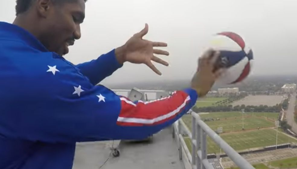 Watch Harlem Globetrotter Makes 260 Foot Shot From Top Of