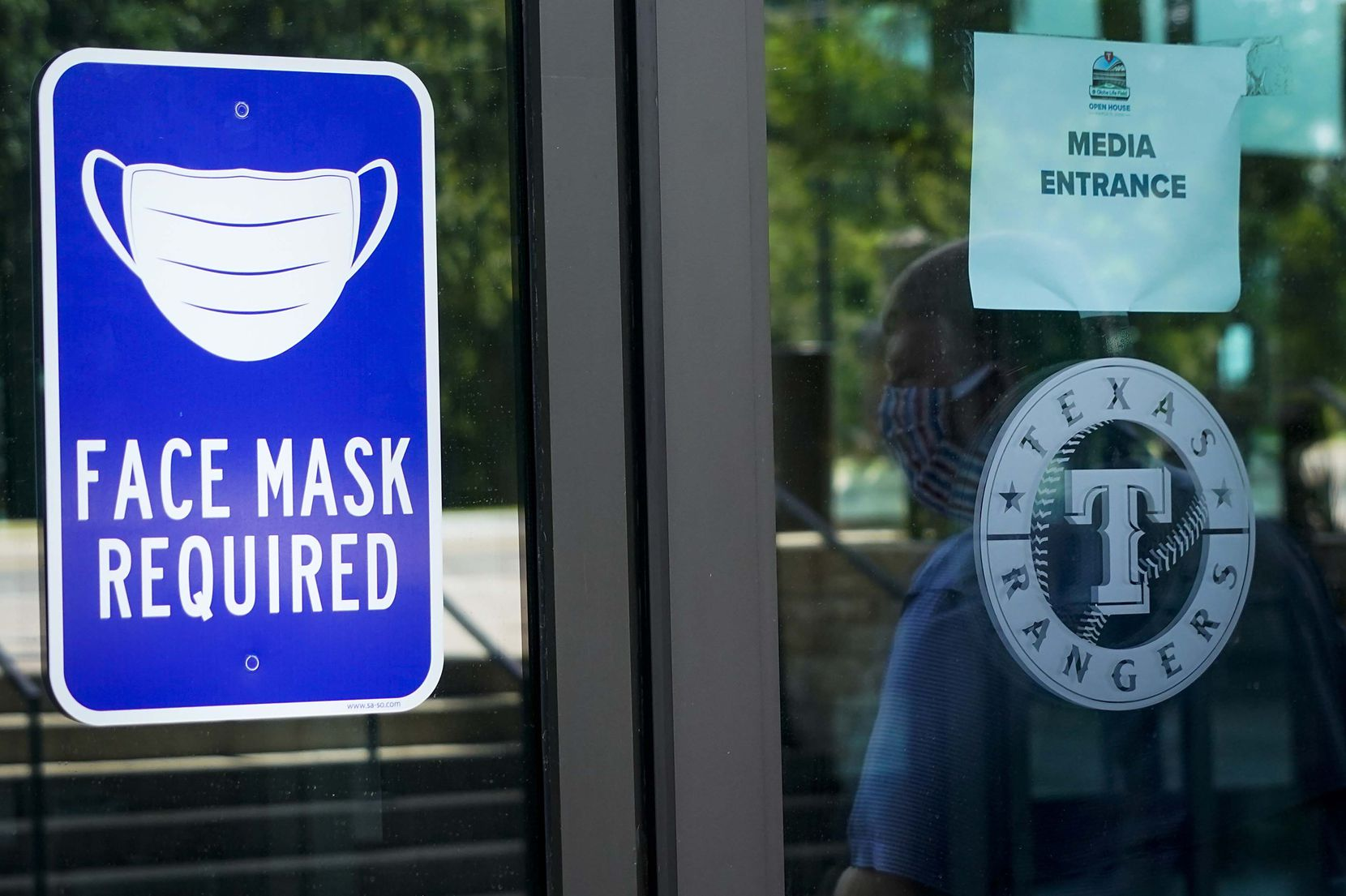 A sign outside indicates the face mask requirement during the Texas Rangers first Summer Camp workout at Globe Life Field on Friday, July 3, 2020, in Arlington. (Smiley N. Pool/The Dallas Morning News)