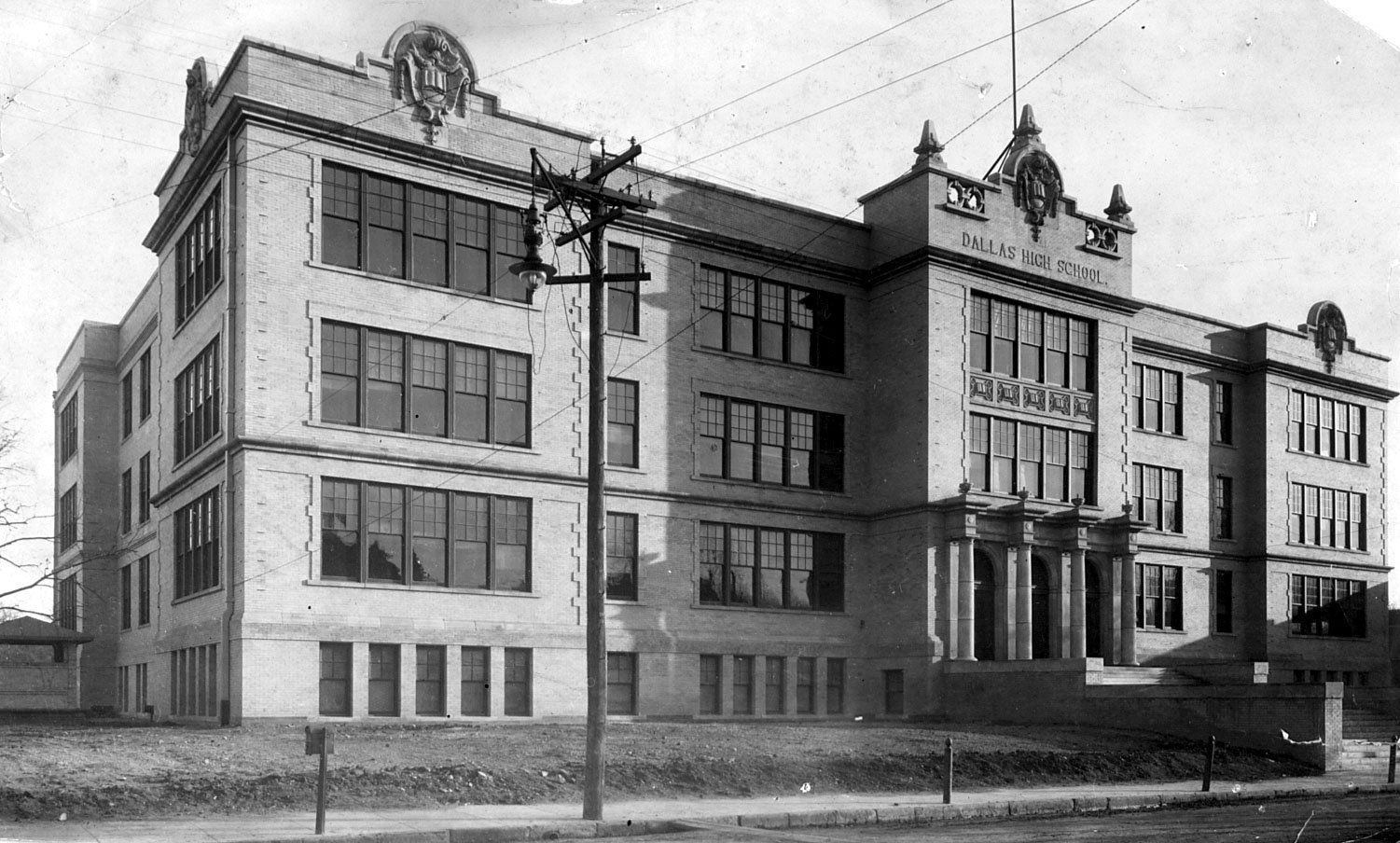 Dallas High School, circa 1910. Architects Lang & Witchell completed the school in 1908. Photo courtesy of the Dallas Historical Society.