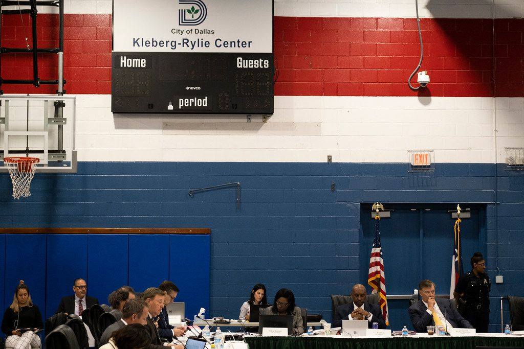 The Dallas City Council holds an offsite agenda meeting at the Kleberg-Rylie Recreation CenterDallas on Wednesday, May 8, 2019, in Dallas. (Smiley N. Pool/The Dallas Morning News)