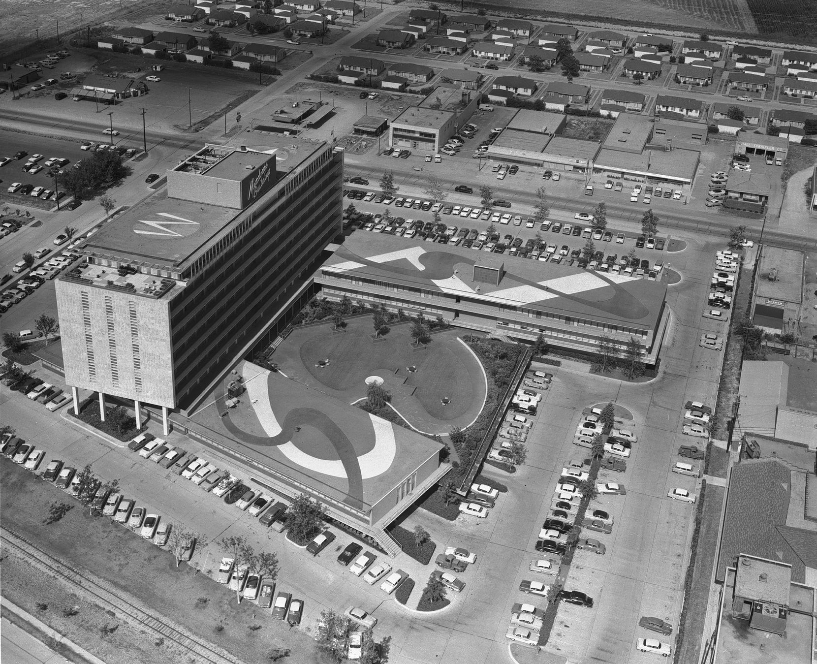 The Meadows Building as it looked in 1956, when it had two wings. The one along North Central Expressway was demolished in the 1980s.